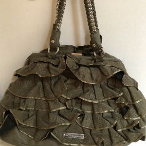 Ruffle bag. Chain strap.